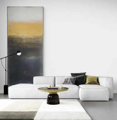 Modern_living_room_with_large_colorful_rug(2)